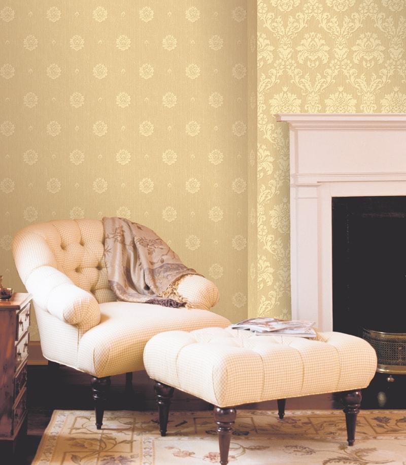 Living decorat cu tapet clasic