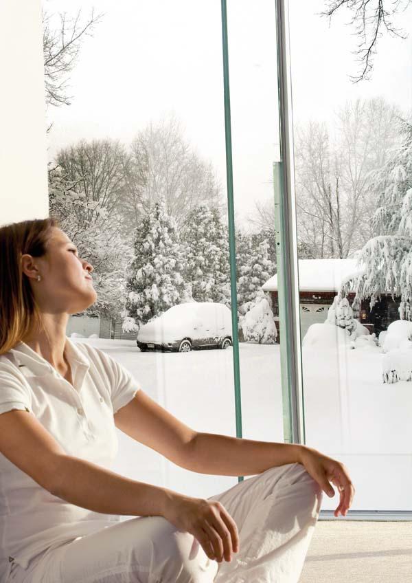 Folia de protectie solara limiteaza pierderile de caldura prin intermediul geamurilor, care pot aparea iarna.