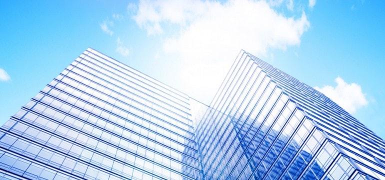 In cladirile de birouri, foliile de protectie solara asigura un climat placut pe timpul verii.