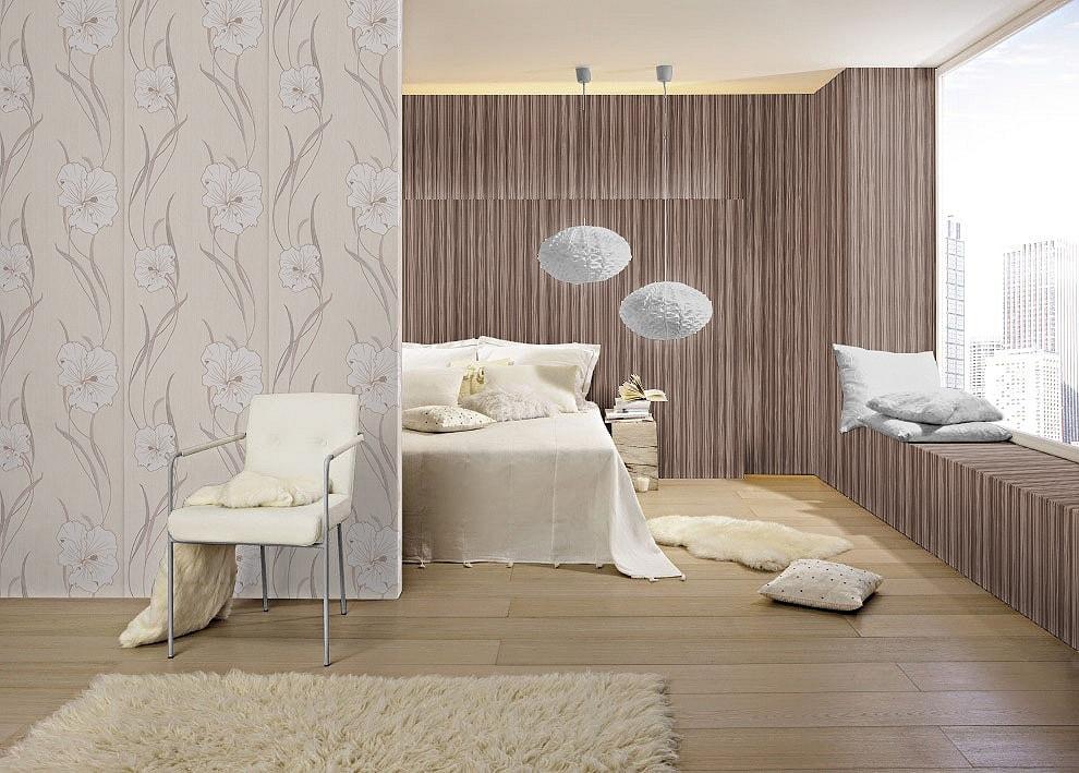Dormitor decorat cu tapet floral