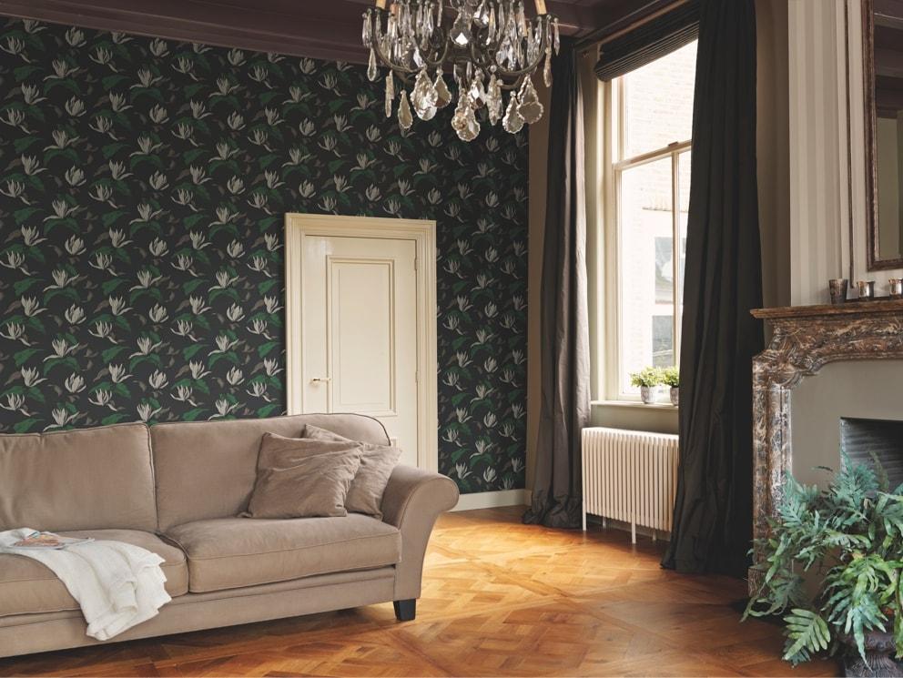 Living decorat cu tapet floral, elegant