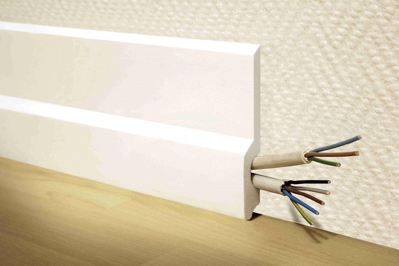 Plinta de pardoseala cu spatiu pentru cabluri