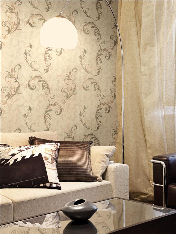 Living decorat cu tapet clasic crem